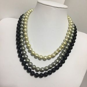 Faux pearls necklace
